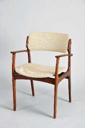 Cadeira de secretária com braços
