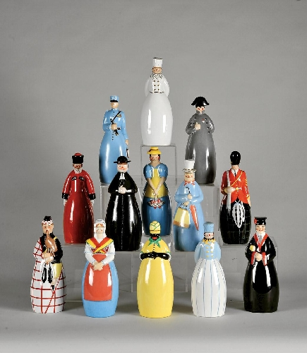 Conjunto de treze garrafas