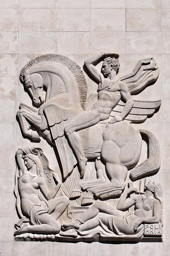 Apolo cavalgando Pégaso, presidindo ao Conselho das Musas / Apollo riding Pegasus, chairing the Board of the Muses