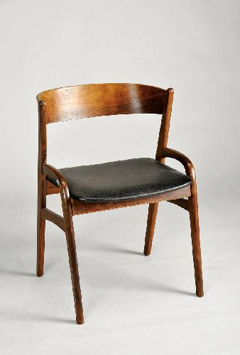 Conjunto de quatro cadeiras